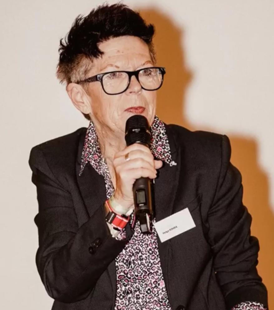Helga Rohra spricht